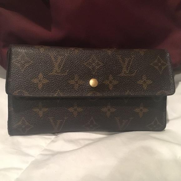 789bff0b3524 Louis Vuitton Handbags - Hold4 Lisa Authentic Louis Vuitton Monogram Wallet